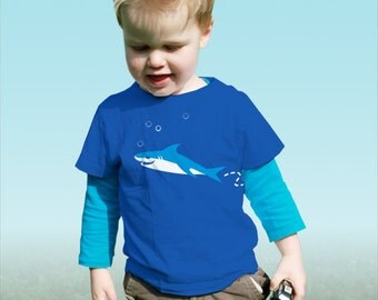 Shark! Personalized kids t-shirt with a dangerous shark (and your own text)