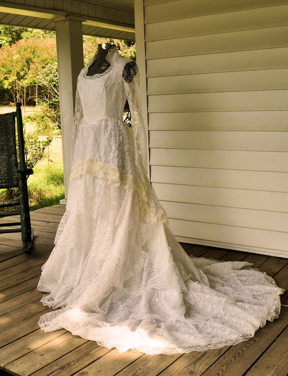 1970 39 s wedding dress vintage lace wedding gown made in usa for Wedding dresses in the usa