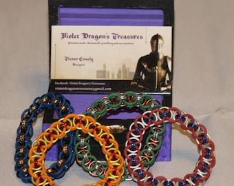 Rubber ring bracelets in a helm pattern
