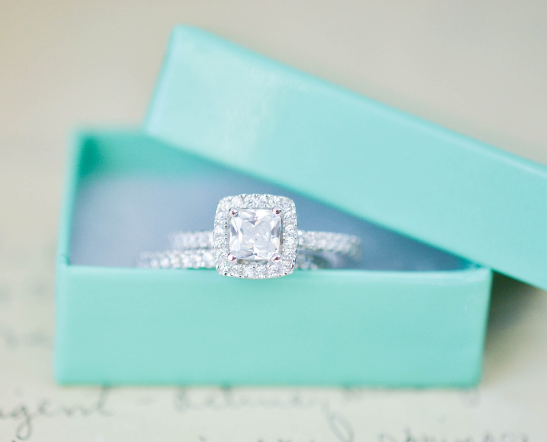zoom - Halo Wedding Ring