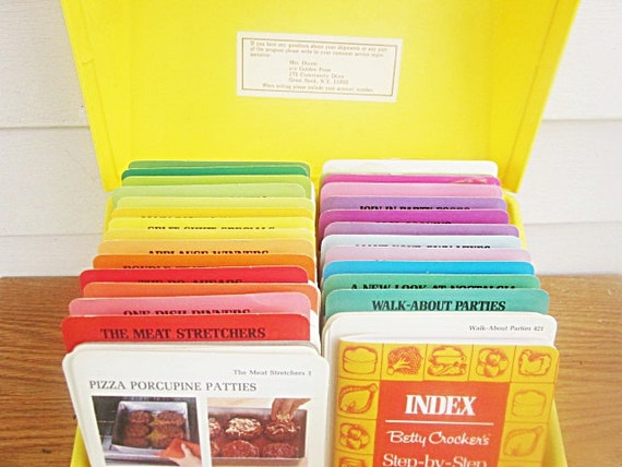 1975 Betty Crocker recipe file box , 720 recipe cards  , bright yellow