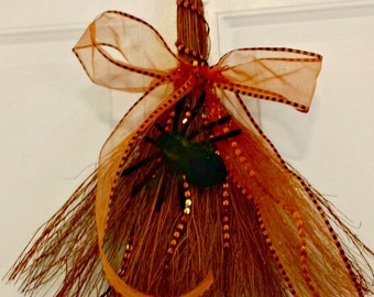 Halloween Decoration, Straw Broom, Halloween wreath, Spider, Spooky decoration, Wreath, Holiday wreaths, Broom, Wreaths, Fall Wreath, Autumn