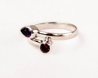 Vintage Silver Ring with fine Garnet and Amethyst Gem .    Unique design.