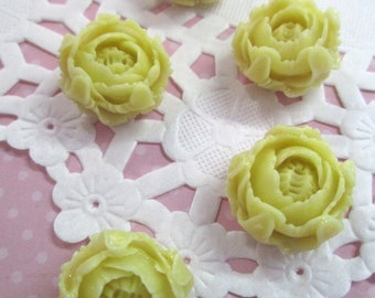 4 Ivory Flower Beads, 20mm Chrysanthemum Resin Peony Beads