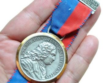 Original 4. Liechtensteiner Volksmarsch Vaduz 1970 Medal with Ribbon by Huguenin Le Locle