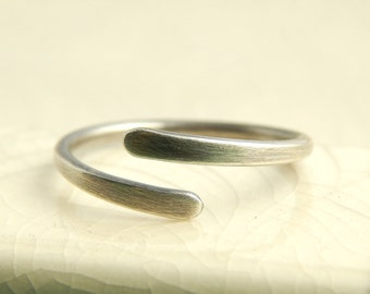 Minimalist sterling silver ring, simple silver wrap ring, adjustable ring.