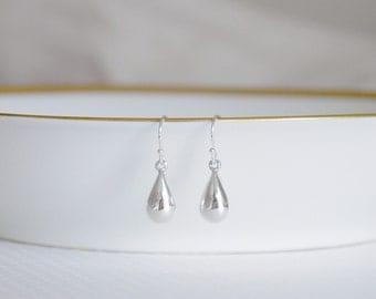 Silver teardrop earrings - tiny sterling silver raindrops - little silver earrings - small dewdrop - delicate simple jewelry - Soraya