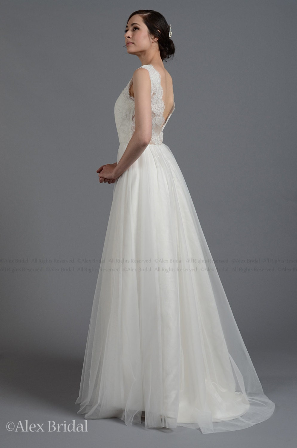 Lace wedding dress wedding dress bridal gown sleevelss for Wedding dresses with tulle skirts