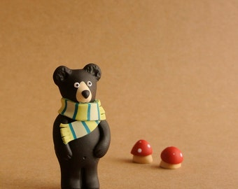 Black bear brooch - Nature inspired totem - Handmade animal jewelry - black green