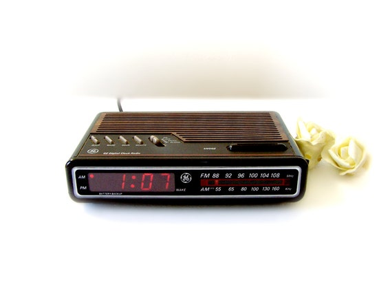 1988 ge alarm clock radio vintage model 7 4612a by thewhitepelican. Black Bedroom Furniture Sets. Home Design Ideas