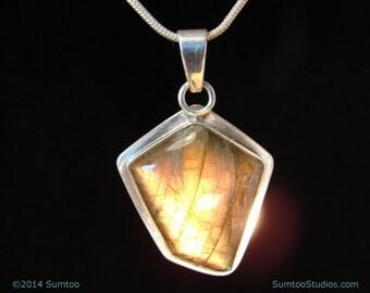 Labradorite in Argentium Sterling Silver Pendant