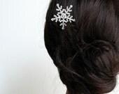 Christmas hair accessories,Snowflake hair accessories,Winter Wedding, winter, snowflake hair clip rhinestone bridesmaid gift