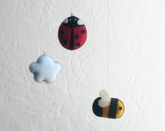 MOBILE LADYBUG BEE & Cloud, Felt Animal Mobile—Newborn Nursery, New Baby Shower Gift—Abeille Coccinelle Mobile Bébé / Abeja Mariquita Móvil
