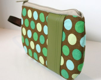Green Polka Dot Fabric Wristlet, SmartPhone Wristlet, Zippered Wristlet, IPhone Wristlet