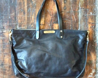 Low tide tote in black leather
