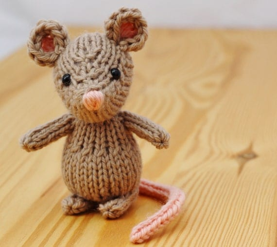 Knitting Pattern Small Animals : Marisol the Mouse Knitting Pattern PDF by Yarnigans on Etsy