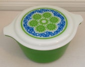 Retro Pyrex dish with lid