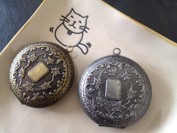 10x GIANT - ANTIQUE Locket 50mm - Code 501.502 - reserved for Susan