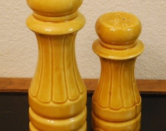 Vintage Mid Century Los Angeles Pottery Salt and Pepper Shakers