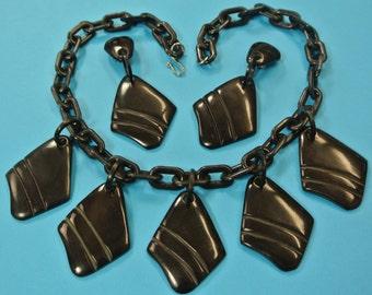 Very unusual necklace choker w 5 carwed black pendants of genuin tested vintage 1940s bakelite plastic on black plastic chain and earhangs