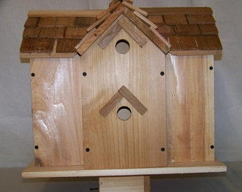 CEDAR BIRDHOUSE With 8 COMPARTMENTS round holes