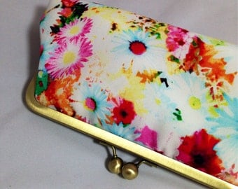 Daisy Flower Clutch