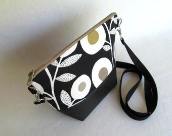 ADELE Day Bag // Small Cross Body Purse // Hip Bag // Zippered Pouch // Black and White Bag // Detachable Cross Body Strap