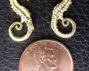 The Swan VERMEIL Seahorse Charm Pendant Center B92V
