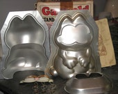 1978 Wilton Garfield Stand Up Cake Pan Set