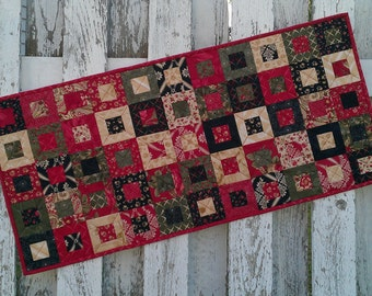 Quilted Table Runner - Cedar Box - Wintergreen (XTRG)