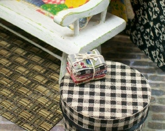 Fat Quarter Bundle Fabric FQ 1:12 Dollhouse Miniatures Scale Artisan