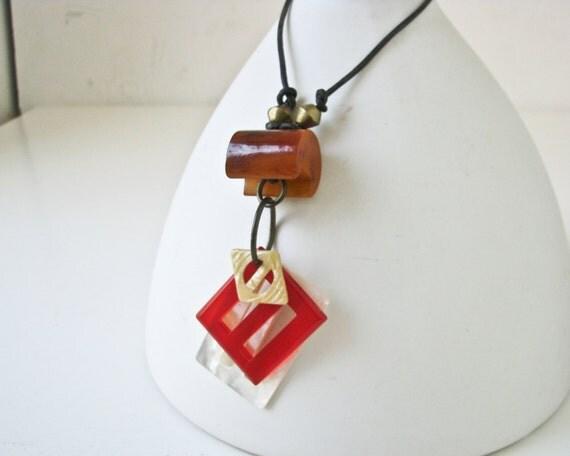 Vintage Bakelite  Necklace - Simple and Unique