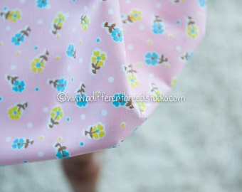 Daisy Blooms on Pink - Vintage Fabric Mod Flowers Juvenile Floral Novelty Turquoise Chartreuse