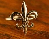 Antique Fleur-De-Lis Stick Pin Turned Ring