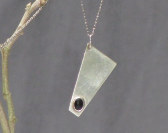 Silver pendant with onyx cabochon