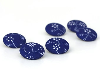 Fabric Buttons, Hungarian Blue Dying Flowers, 6 Medium Fabric Covered Buttons, White Daisies on Royal Blue Fabric Buttons, Clothing Button