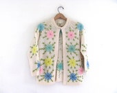 1950s wool Cardigan / Vintage 50s embroidered granny Sweater / floral