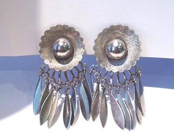 Cute vintage 60s silver dangle mod earrings signed dafri // flower power // modernist