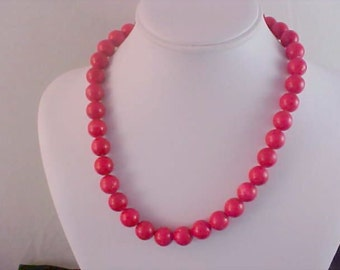 1950's RED WOODEN Red painted Beads Necklace