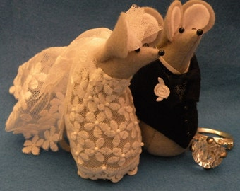 Mr and Mrs Mouse Wedding Cake Topper   soft sculpture   decoration
