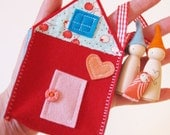 Waldorf toys all natural- Sweet little travelling gnome family house - RED -
