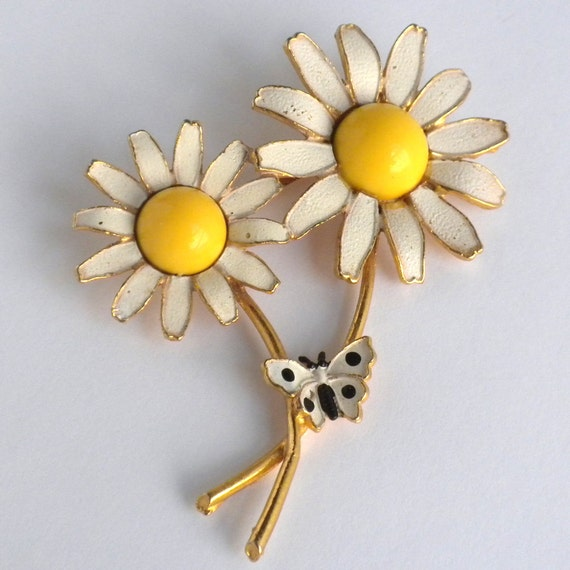 Vintage WEISS Daisy Brooch with Yellow Lucite and Black / White Enamel ...