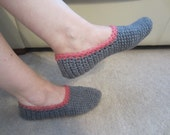 Simple But  Warm Cozy Soft  Crochet  Adult  Slippers Gray Color With Pink Trim  Will Fit Size 7  Narrow
