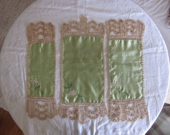 Antique Tatted Lace Dresser Set in Shape of Crown