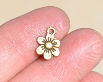 1  Antique Bronze Flower Charm BC5129