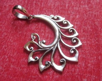 Bali Sterling Silver Pendant / Balinese handmade jewelry / Silver 925 / 1.5 inch long / (#143m)