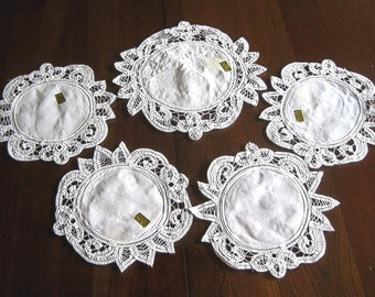 NEW Doily Table Runner Charger Coasters Set5 White Battenberg Lace Macy*s NWL