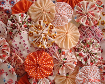 40 Handmade Mixed Orange Peach Apricot Color Yo Yo Fabric Quilt Applique Pieces Suffolk Puff