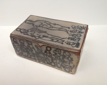 "Shino Glazed Lidded Box with Figures, Light Carbon Trapping - ""Shall We?"""