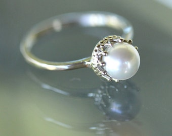 White Akoya Pearl 14K Gold Ring, Stacking Ring, Gemstone Ring, Engagement Ring, Crown Setting - Made To Order